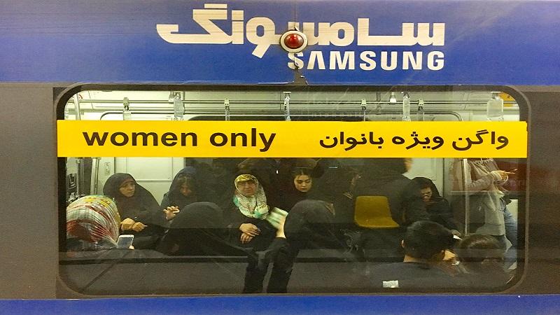 Tahran metrosunda kadınlara özel vagon uyarısı
