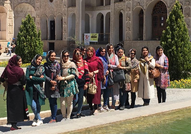 İran'da günlük hayatta kadınların giyimi